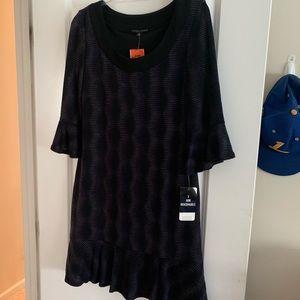 Sandra Darren size 6 Knit Ruffle Hem Dress